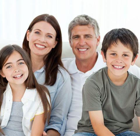 familia con higiene bucal