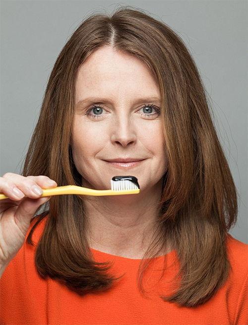carbón activado blanqueamiento dental