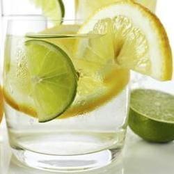 encias inflamadas agua y limon