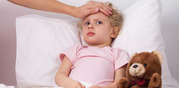 fiebre en faringitis con niños