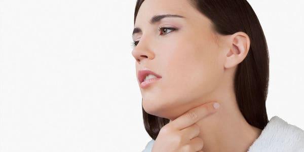 sintomas hongos en la garganta