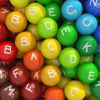 deficiencia nutricional labio hinchado