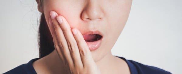 sintomas encias con pus